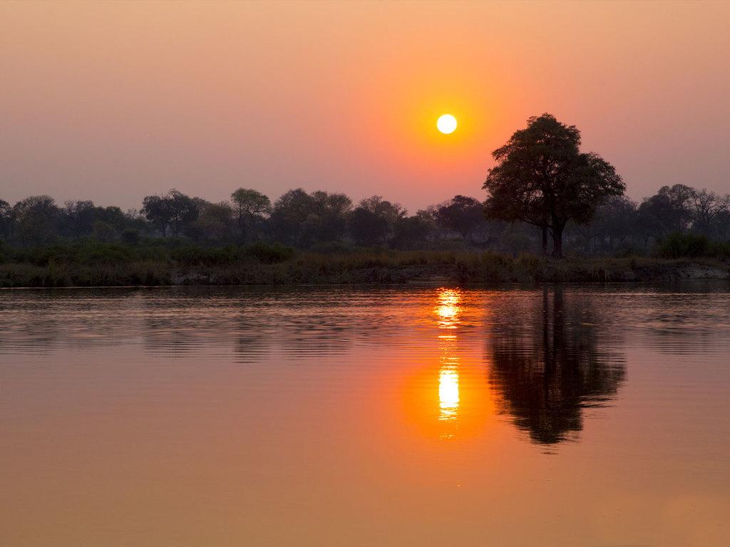 Grootfontein – Rupara/Okavango-Fluss: Weiterfahrt in den Nordosten, nachmittags Bootsfahrt auf dem Okavango-Fluss
