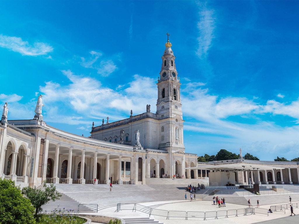 Serra da Estrela – Coimbra – Fatima – Batalha: Besuch von Coimbra mit historischer Universität, Stopp im Wallfahrtsort Fátima, Fahrt bis Batalha
