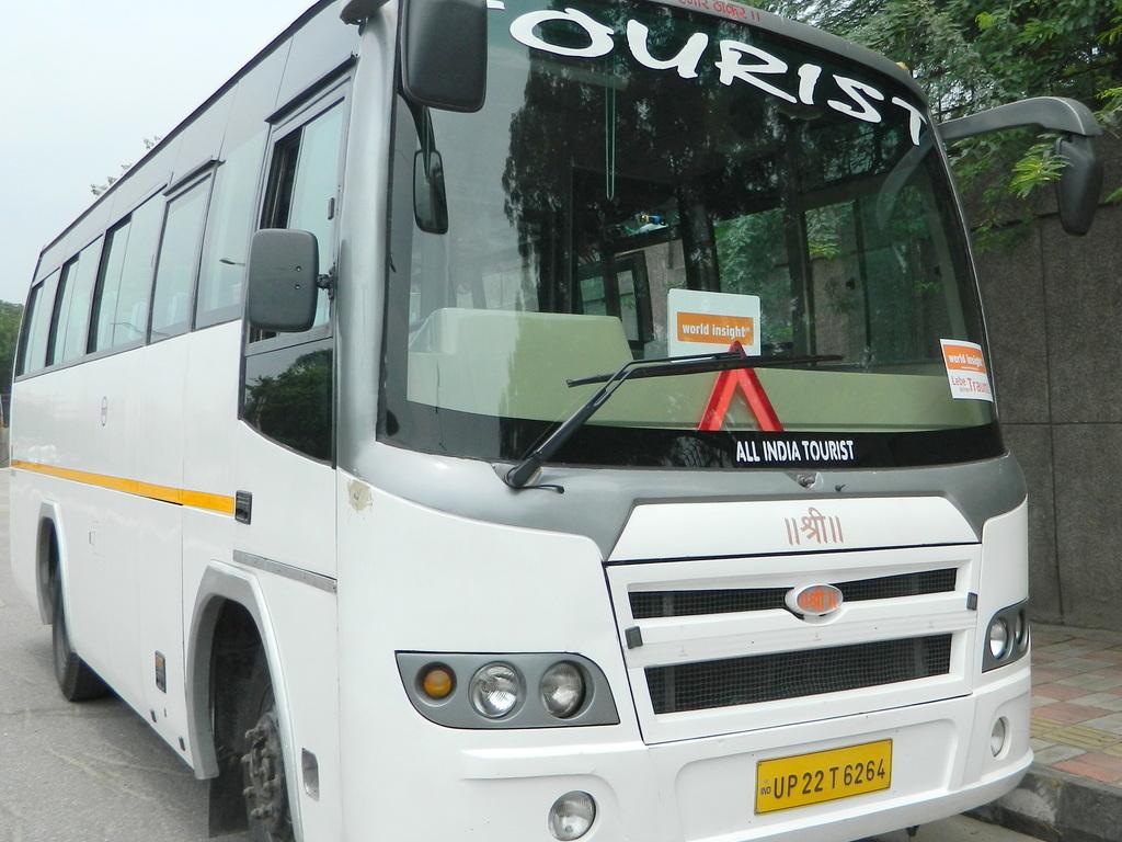 Bus für große und mittelgroße Gruppen in Nord- und Südindien