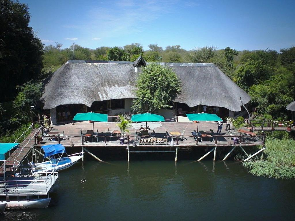 Nunda River Lodge ***  in Tented Camps oder strohbedeckten Bungalows am Kavango-Fluss