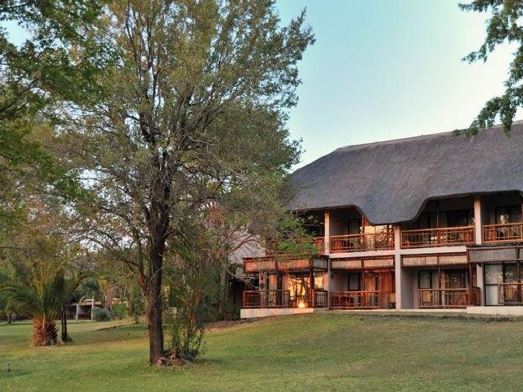 Cresta Mowana Safari Resort & Spa ****