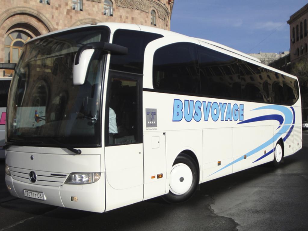 Beispiel für einen Reisebus für größere Gruppen in Armenien