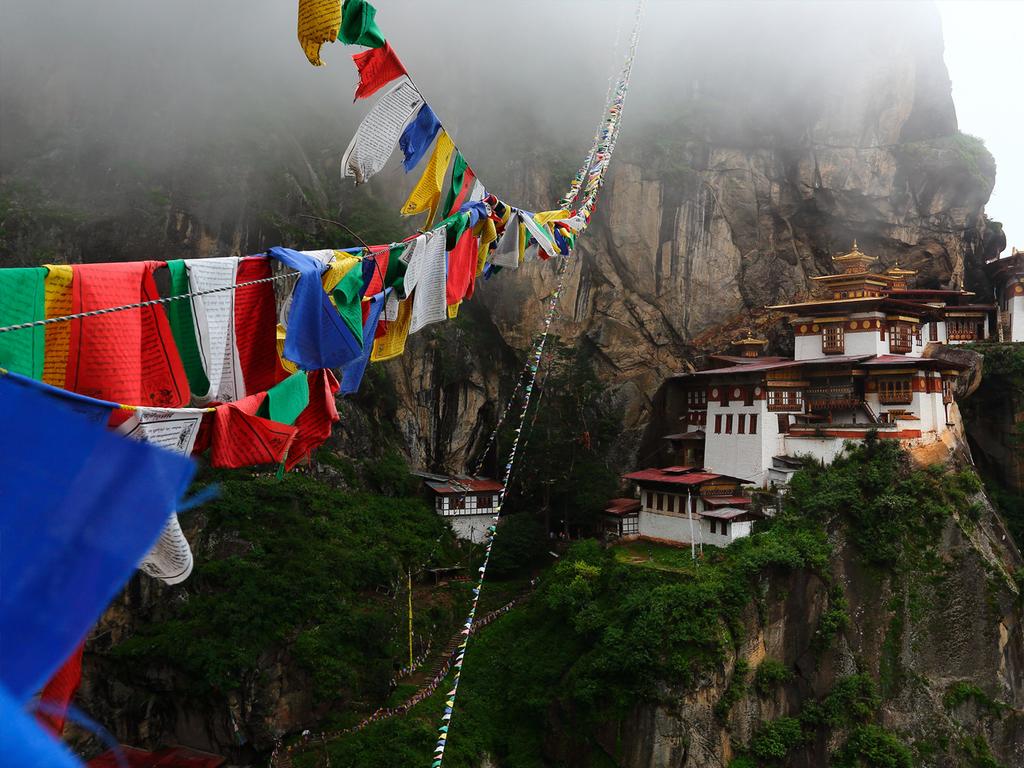 Paro: Wanderung zum Tigernest, Besichtigung des Kyichu Lhakhang, Freizeit