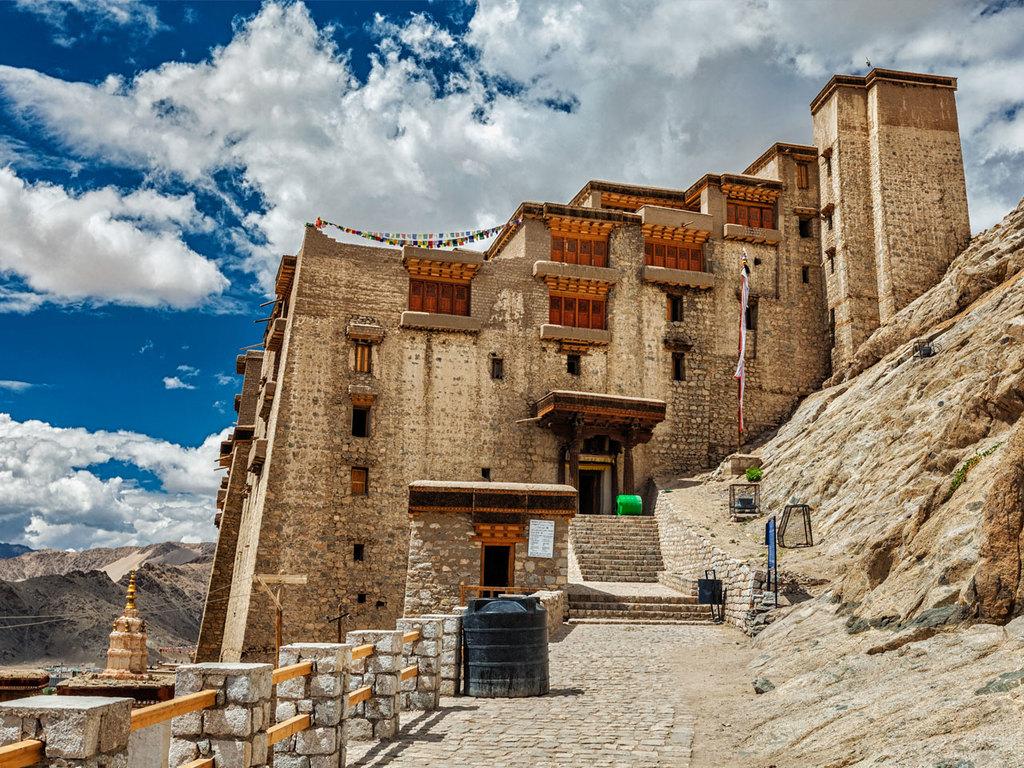 Leh : Stok-Palast, ehemaliger Königspalast, Treffen mit einer Ladakhi-Familie, Sonnenuntergang am Shanti-Stupa