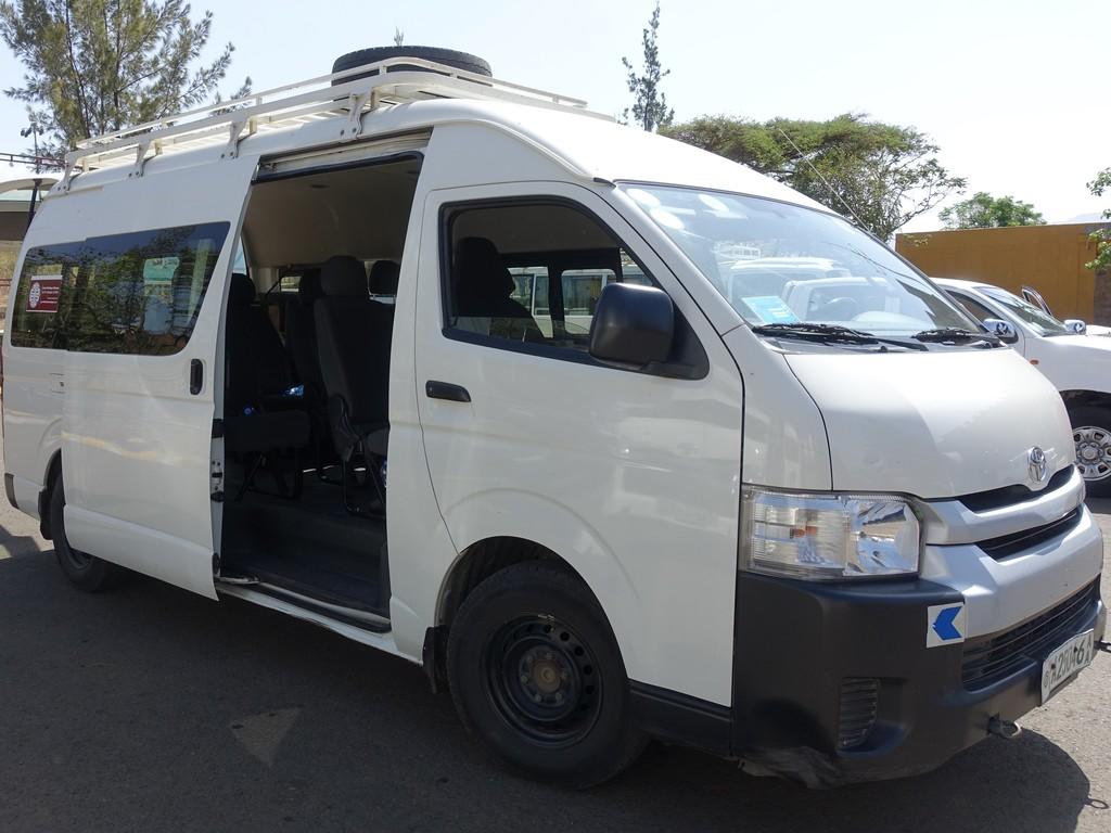 Einer unserer Kleinbusse in Äthiopien für kleinere Gruppen