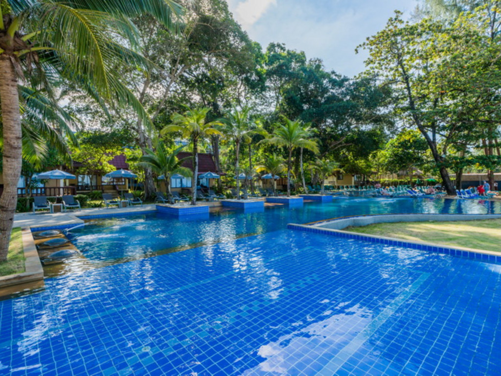 Emerald Beach Resort *** in Khao Lak