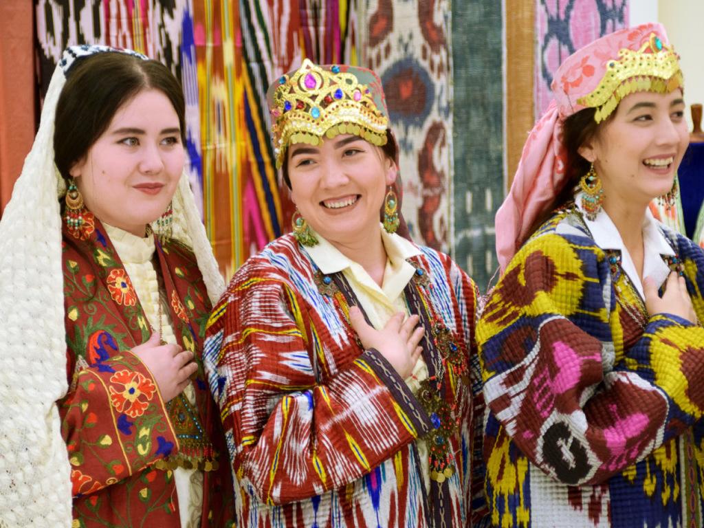 Buchara: Sommerpalast Sitorai Mochi Hosa, Medrese Chor Minor, Synagoge, freier Nachmittag
