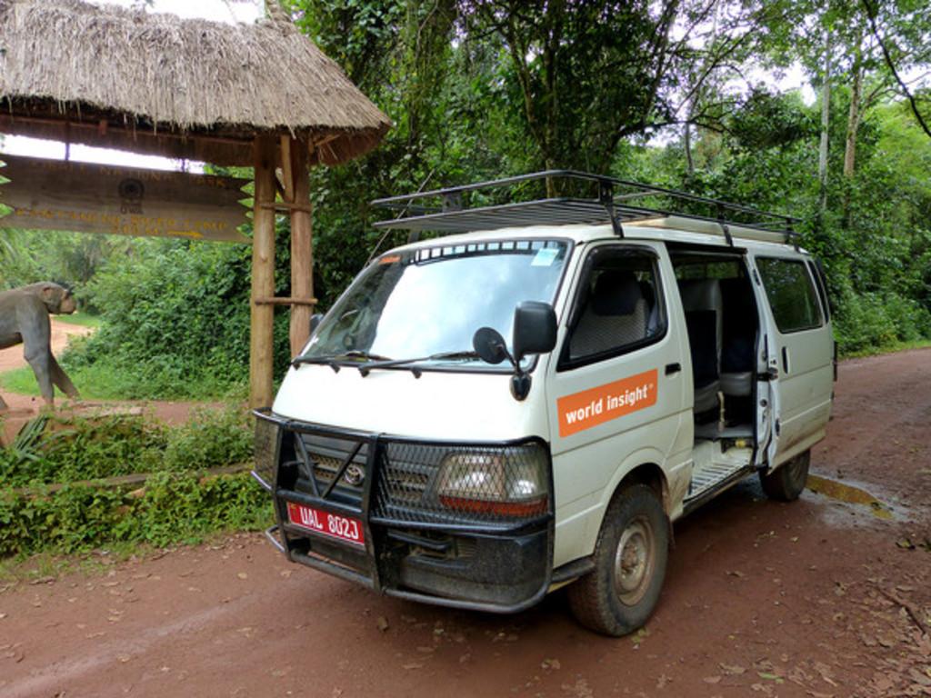 Unsere Allrad-Kleinbusse in Uganda und Ruanda