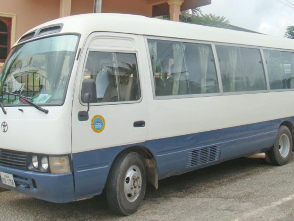 Einer unserer Reisebusse in Laos.