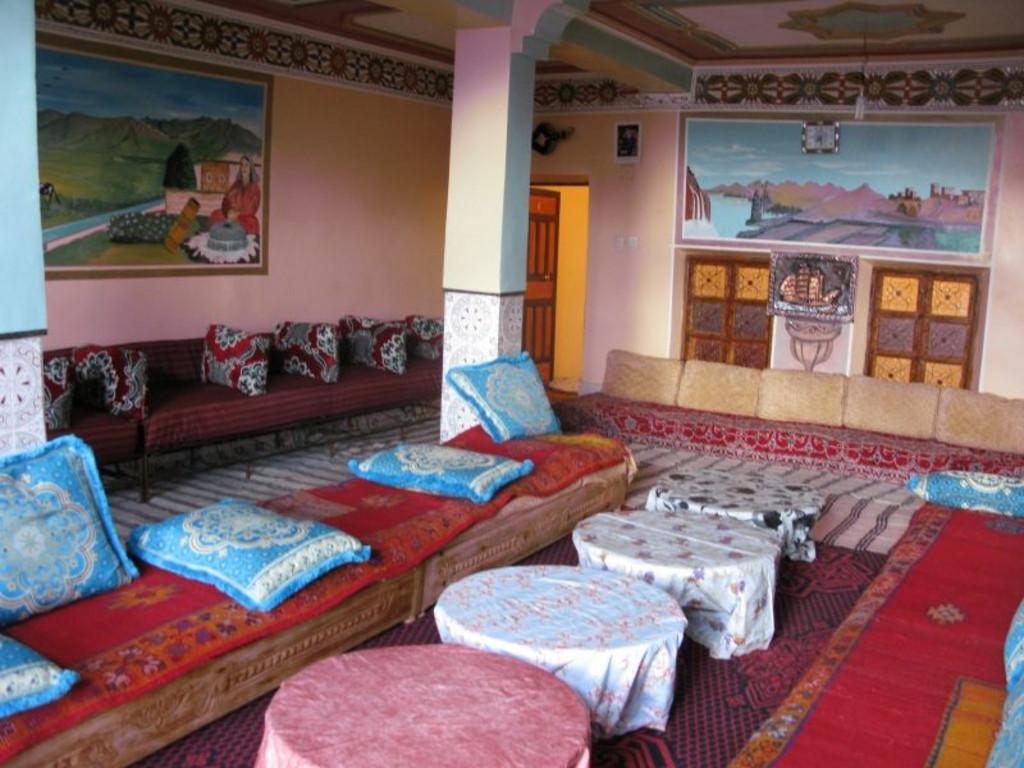 Beispiel Unterkunft bei einer Berberfamilie im Hohen Atlas   (Speiseraum)