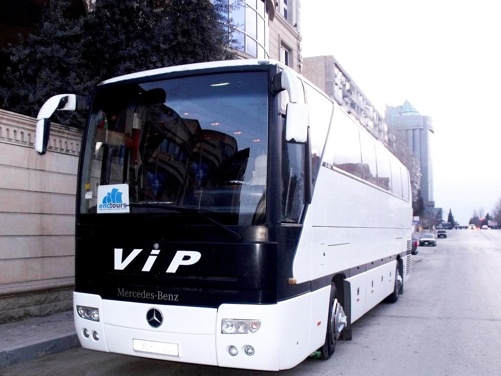 Beispiel für einen Reisebus für größere Gruppen in Aserbaidschan