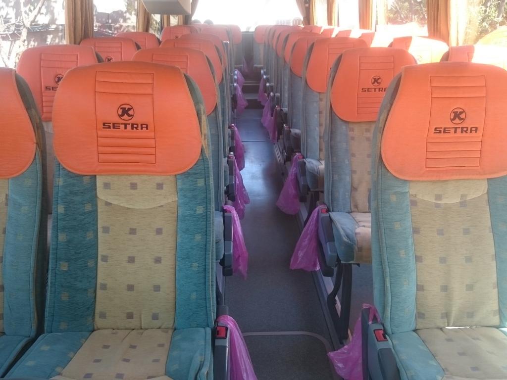 typischer Reisebus: Innenansicht