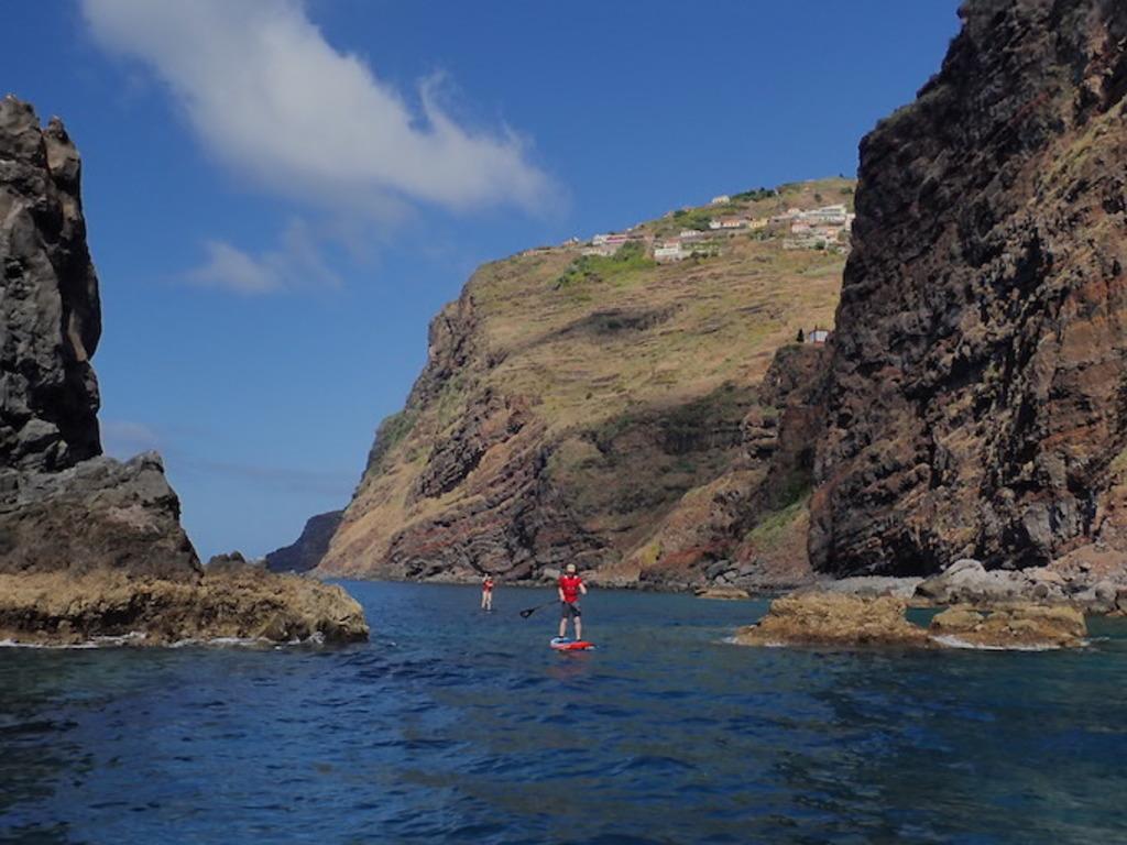 Funchal: vormittags Stadtrundgang, nachmittags Stand-Up-Paddling Workshop im Naturschutzgebiet Garajau