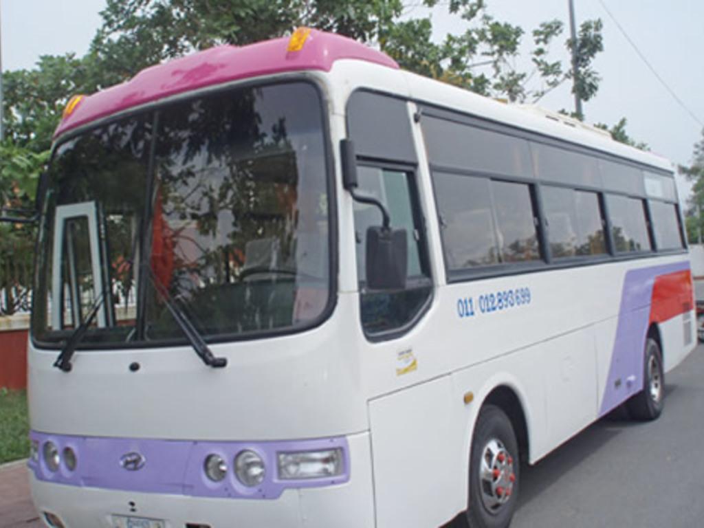 Einer unserer Reisebusse in Kambodscha.