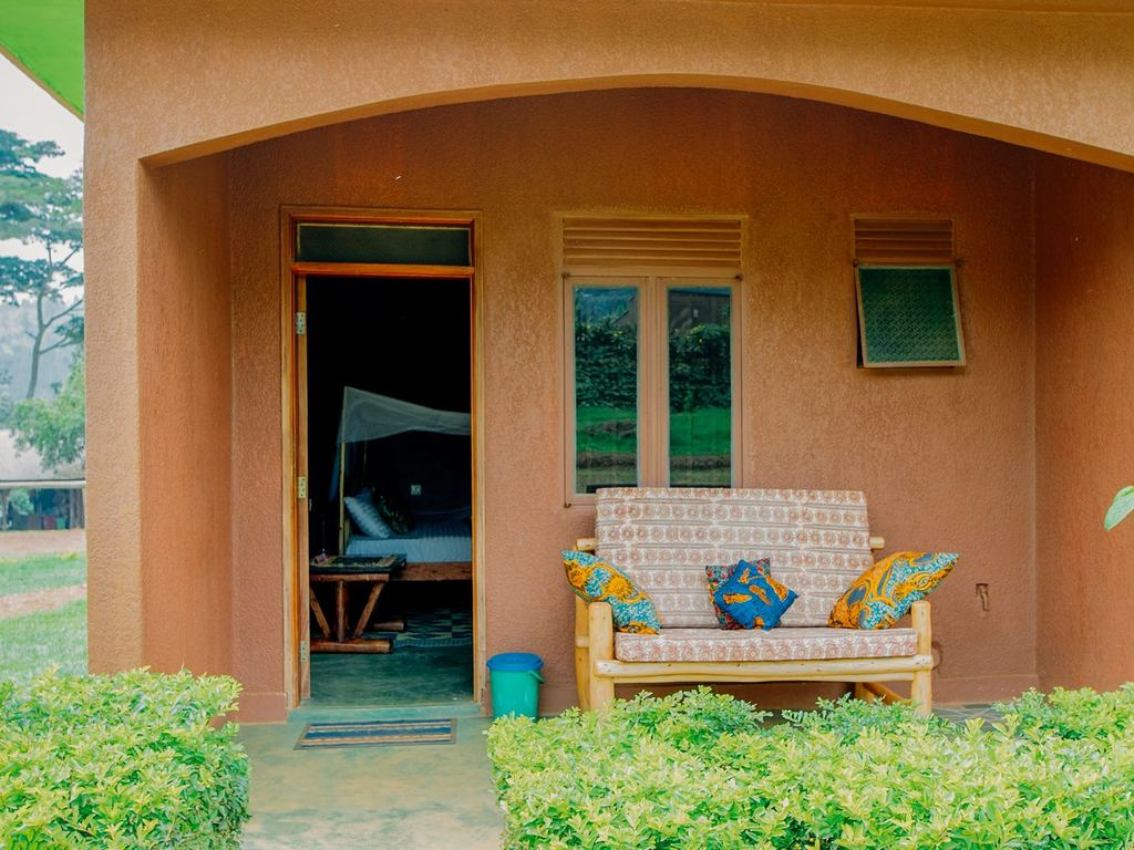 Mwebesa House (by Ride 4 A Woman) ** in Buhoma