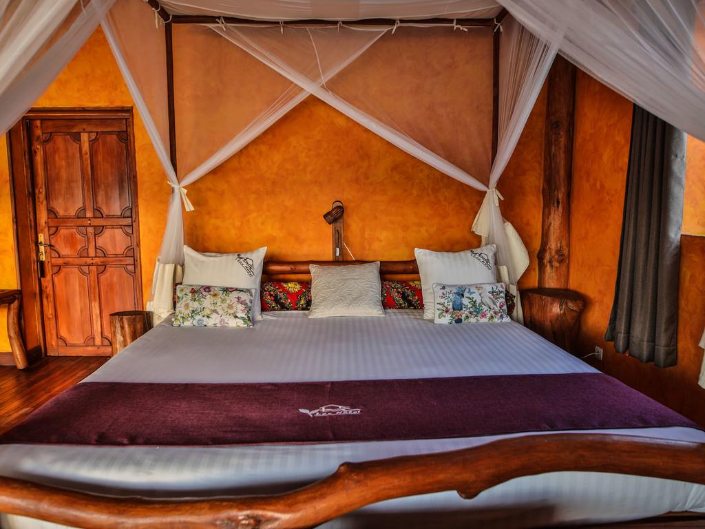 Lac Hotel*** in Sahambavy