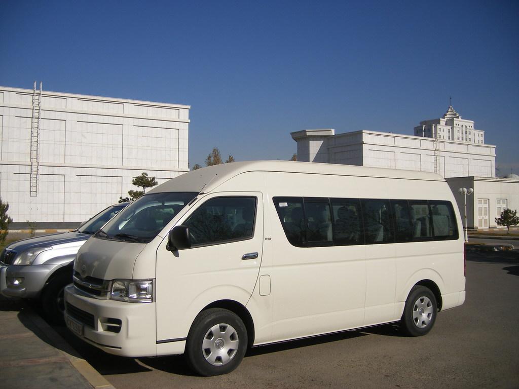Einer unserer Minibusse in Turkmenistan