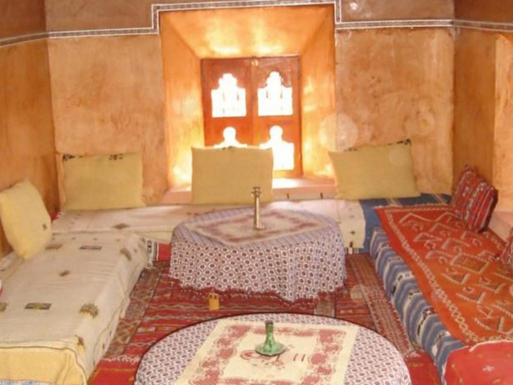 Beispiel Unterkunft bei einer Berberfamilie im Hohen Atlas   (Aufenthaltsraum)