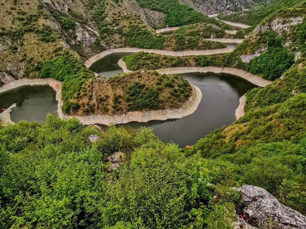 Zlatibor – Fluss Uvac – Grenze zu Montenegro – Nationalpark Durmitor: Panoramabootsfahrt durch das Uvac-Tal, Besichtigung Eishöhle, Aussichtspunkt Molitva, Grenzübertritt