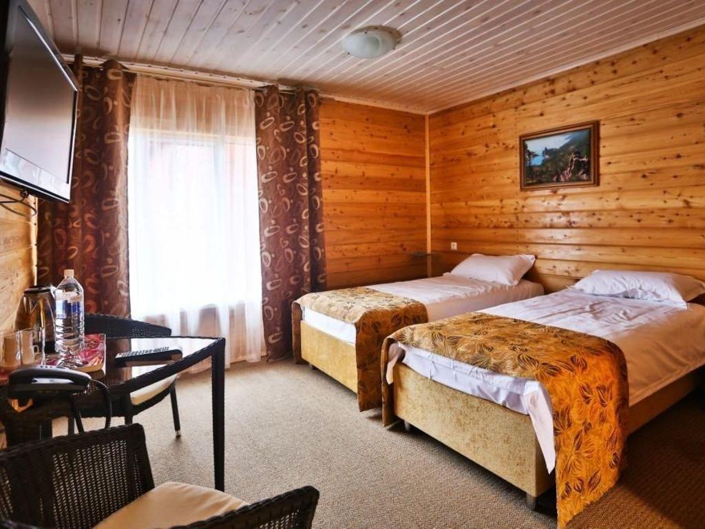 Hotel Krestovaya Pad **(*) in Listwjanka