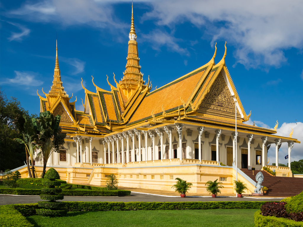 Phnom Penh – Kampot: Phnon Penh mit Königspalast mit Silberpagode und S21 Tuol Sleng Genozide Museum, Schifffahrt zum Sonnenuntergang in Kampot