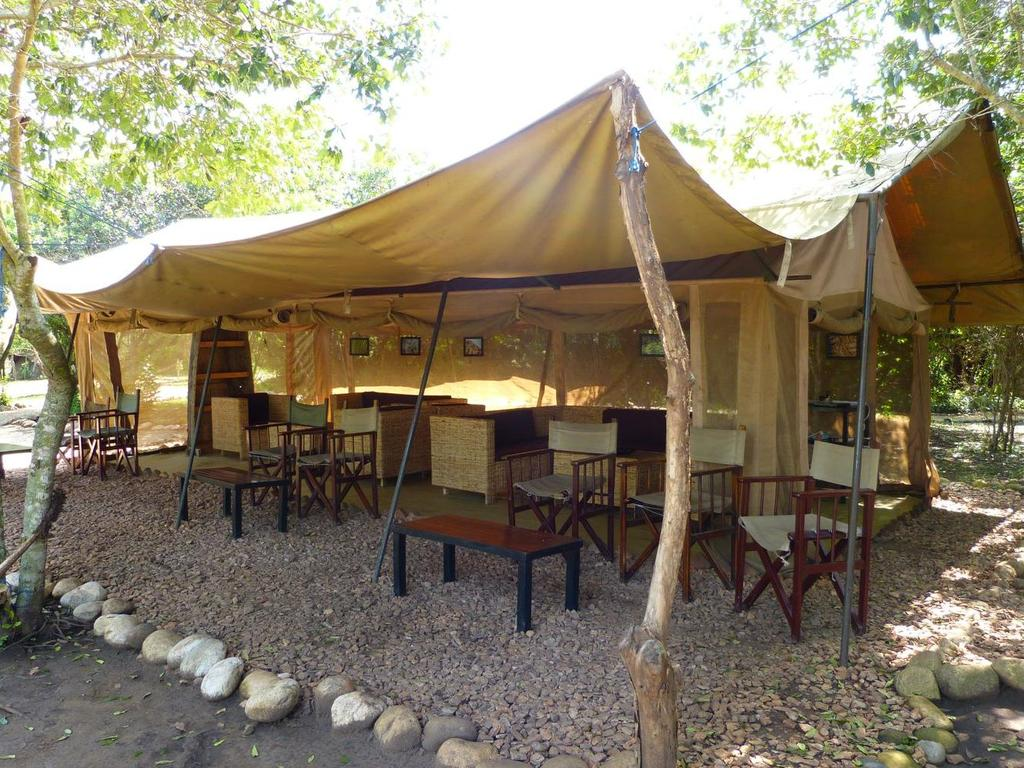Bush Lodge** im Queen Elisabeth-Nationalpark