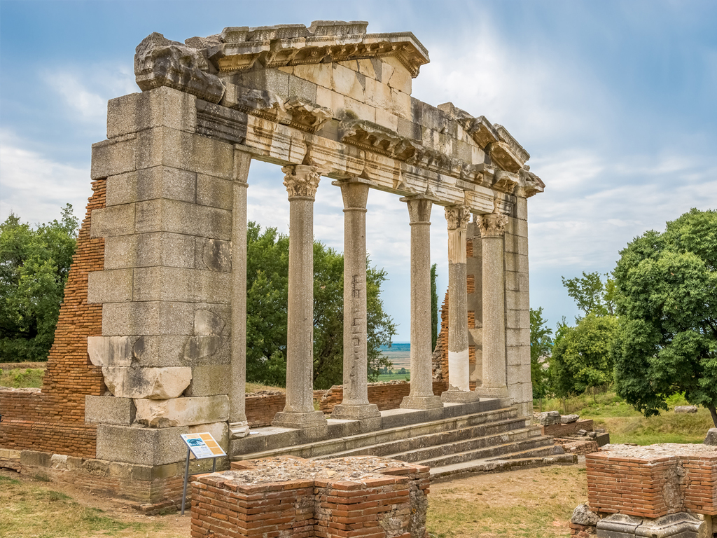 Gjirokastra – Karstquelle Syri i Kaltër – Butrint – Saranda: Freizeit in Gjirokastra, Besuch der Karstquelle und der Ausgrabungsstätte Butrint
