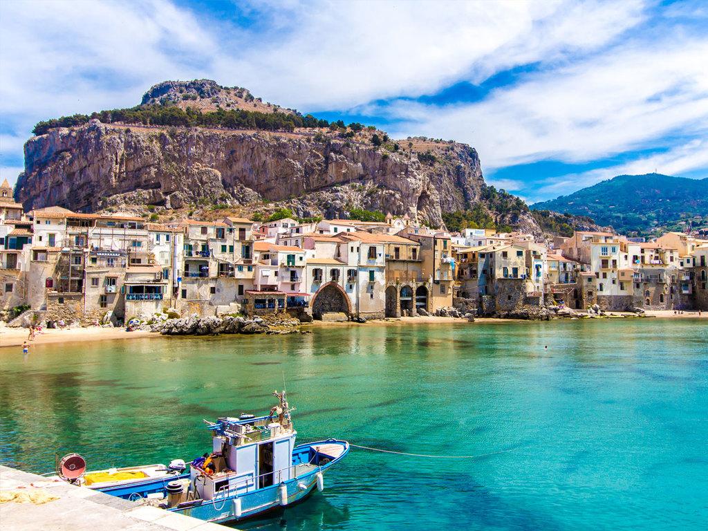 Cefalù: Bummel durch Cefalù, Wanderung zum La Rocca Felsen, Rest des Tages Freizeit