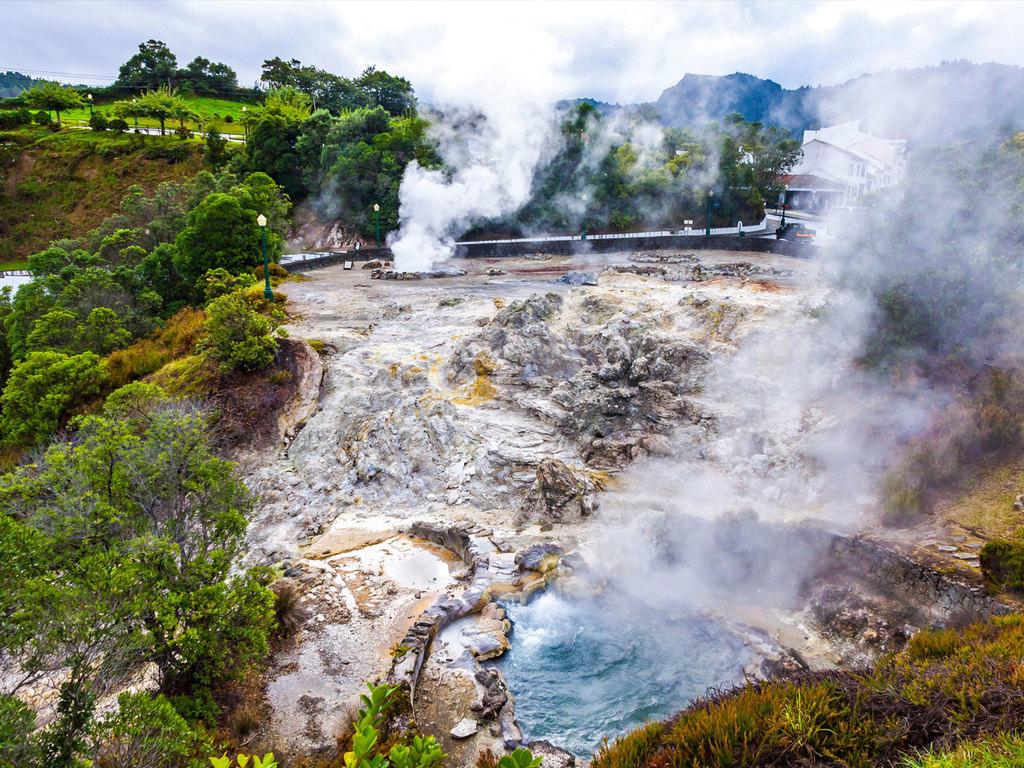 São Miguel: Wanderung Lagoa das Furnas, Spezialitätenessen Cozido das Furnas, Besuch Botanischer Garten Terra Nostra mit Bad im Warmwasserbecken