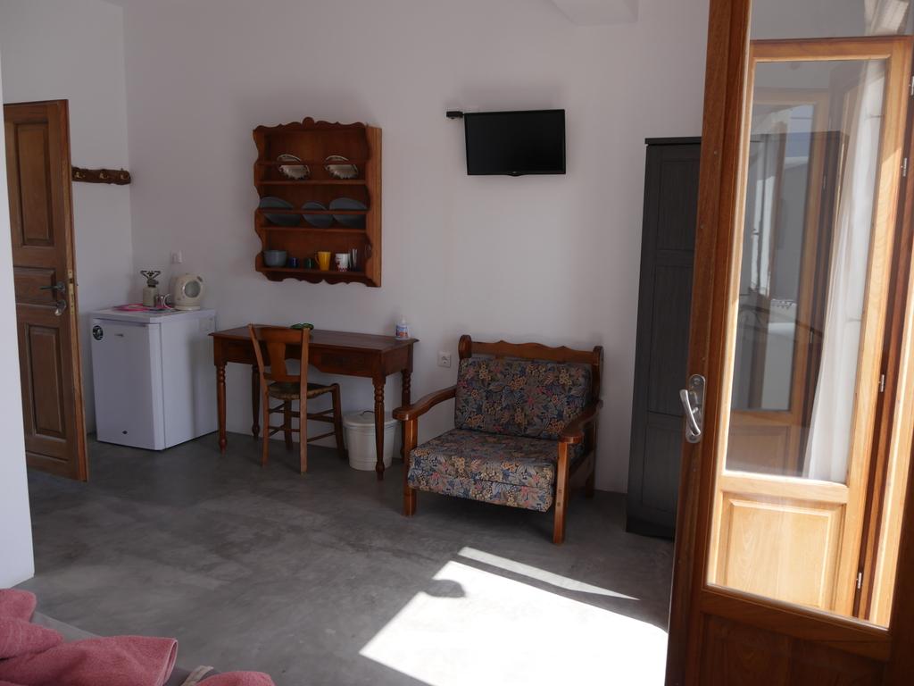 Maistrali ** in Folegandros-Karavostasi