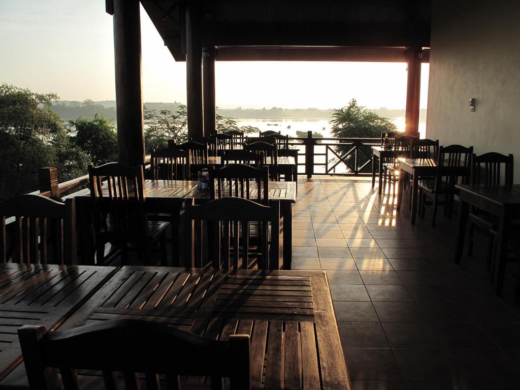 Pon Arena *** in Muang Khong