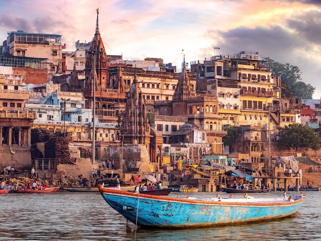 Varanasi und Sarnath: Bootsfahrt auf dem Ganges, Altstadt von Varanasi, Ausflug in das buddhistische Sarnath, Ganga Aarti-Zeremonie am Abend