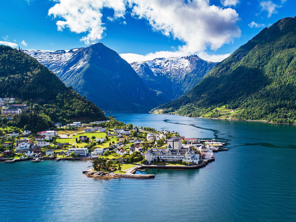 Balestrand – Jostedalen-Gletscher – Balestrand: Spaziergang zum Badestrand Gamleheimsfjøra, Bootsfahrt zum Jostedalen-Gletscher, Besuch Gletschermuseum und Gletscherzunge