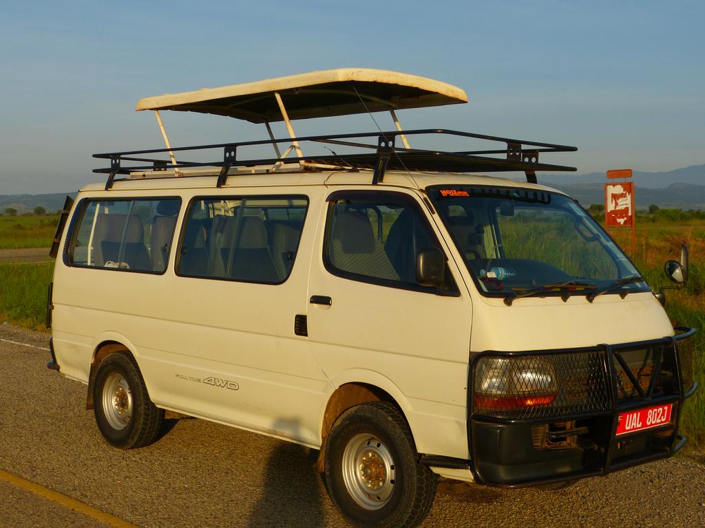 Unsere Allrad-Kleinbusse in Ruanda und Uganda