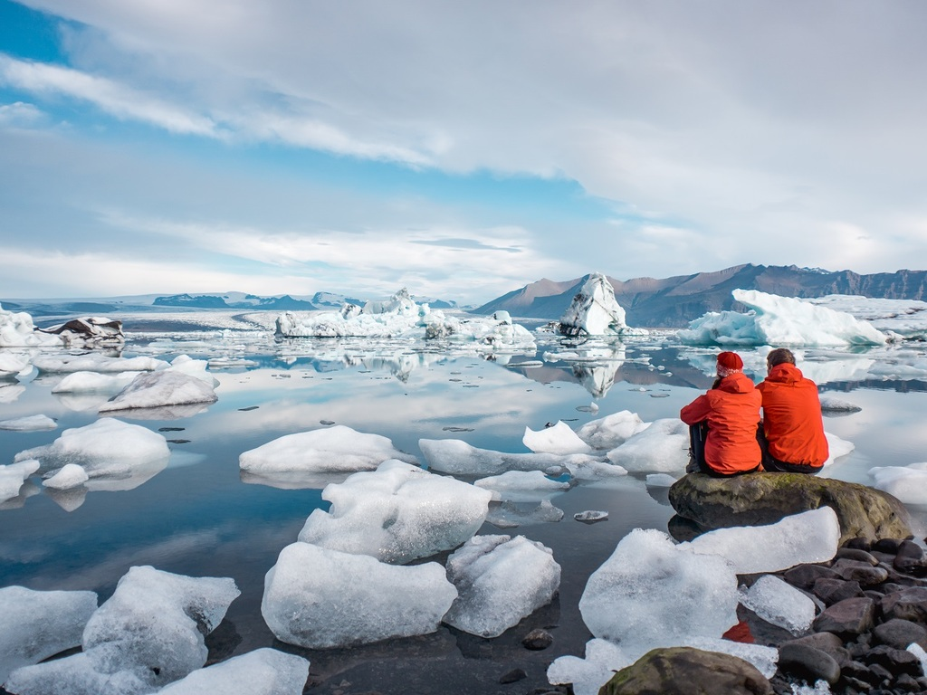 Vatnajökull-Nationalpark – Jökulsarlon – Skaftafell: freier Vormittag, Kajakfahrt auf der Gletscherlagune Jökulsarlon, Diamantstrand, Wanderung zum Svartifoss-Wasserfall
