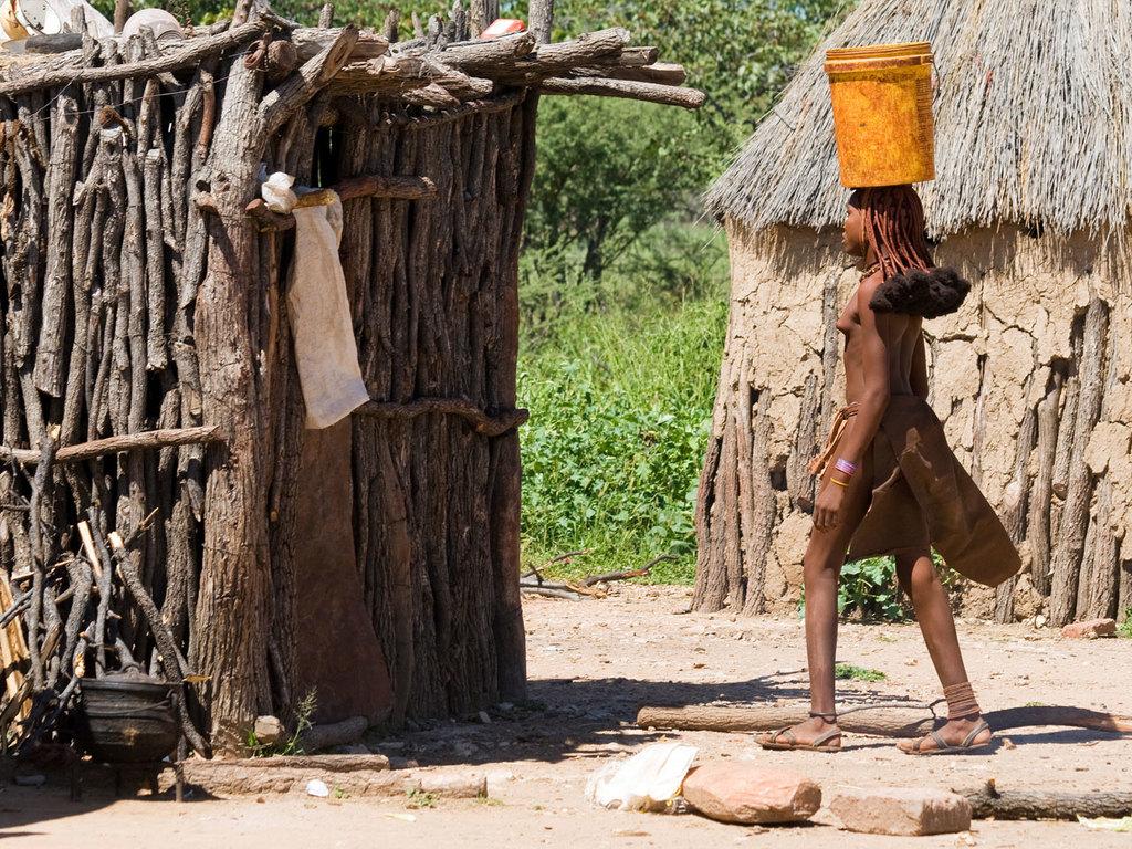 Omaruru – Outjo – Etosha N.P.: am Vormittag Besuch beim Volk der HImba,