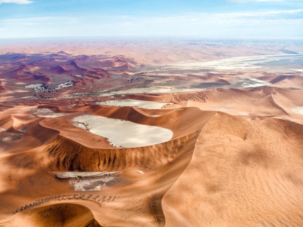 Namib Naukluft-Park: Wanderung in den Dünen am Vormittag, Wanderung durch den Sesriem Canyon am Nachmittag