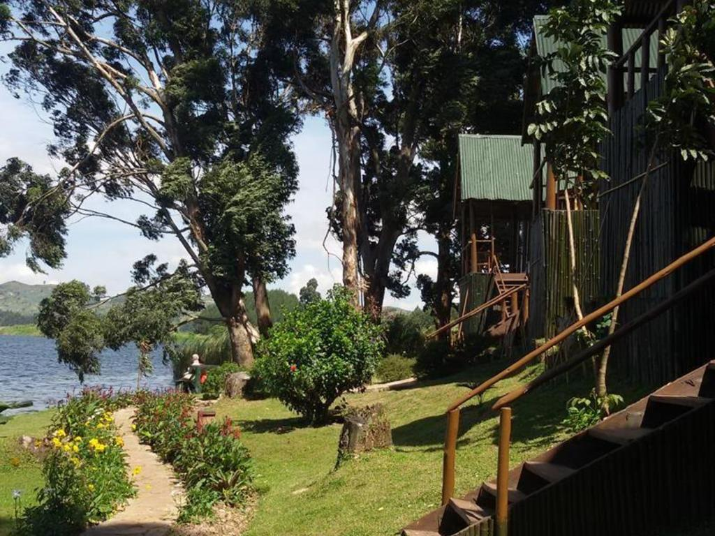 Mutanda Lake Resort ***
