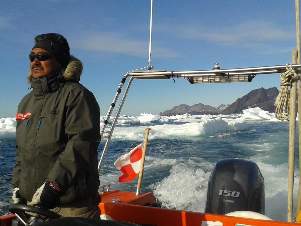 Flug nach Kulusuk auf Grönland: Flug nach Kulusuk auf Grönland, Bootsfahrt nach Tasiilaq auf der Insel Ammassalik