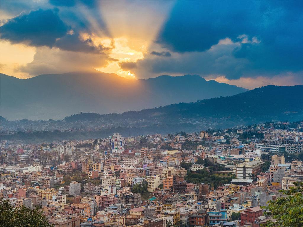 Kathmandu: Ankunft am Vormittag, Besichtigung Bodnath und Pashupatinath, Welcome Dinner