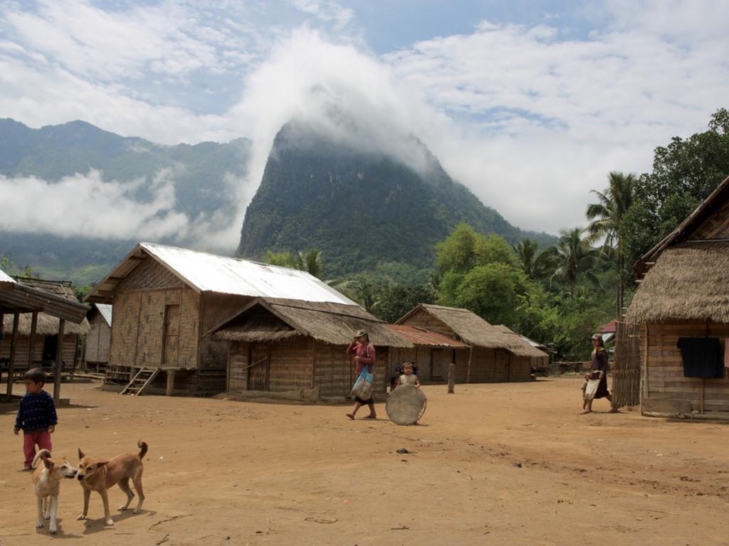 Bambushütten bei einheimischen Familien