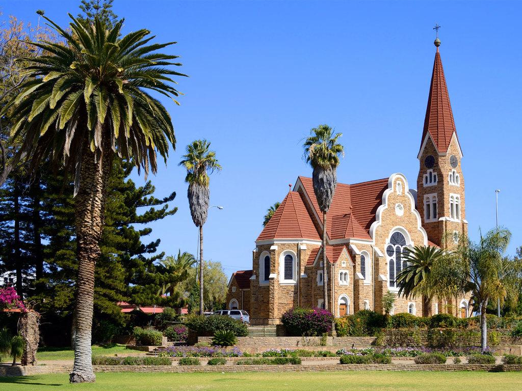 Kalahari – Windhoek: nachmittags Stadtrundfahrt, Freizeit