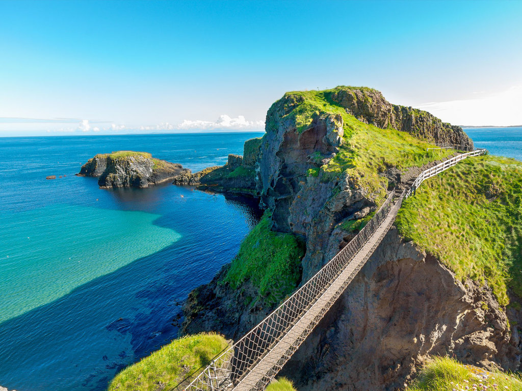 Belfast – Giants Causeway – Londonderry: Giants Causeway und Hängebrücke zur Insel Carrick-a-Rede, Stadtbesichtigung in Londonderry
