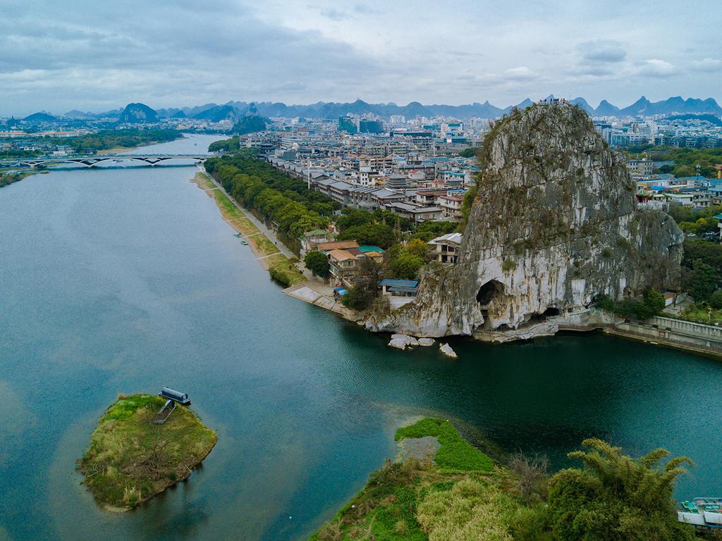 Guilin: Guilin mit Schilfrohrflöten-Höhle, Fubo-Berg, Fußgängerzone, Gemüsemarkt, Banyan- und Zedernsee, Welcome Dinner