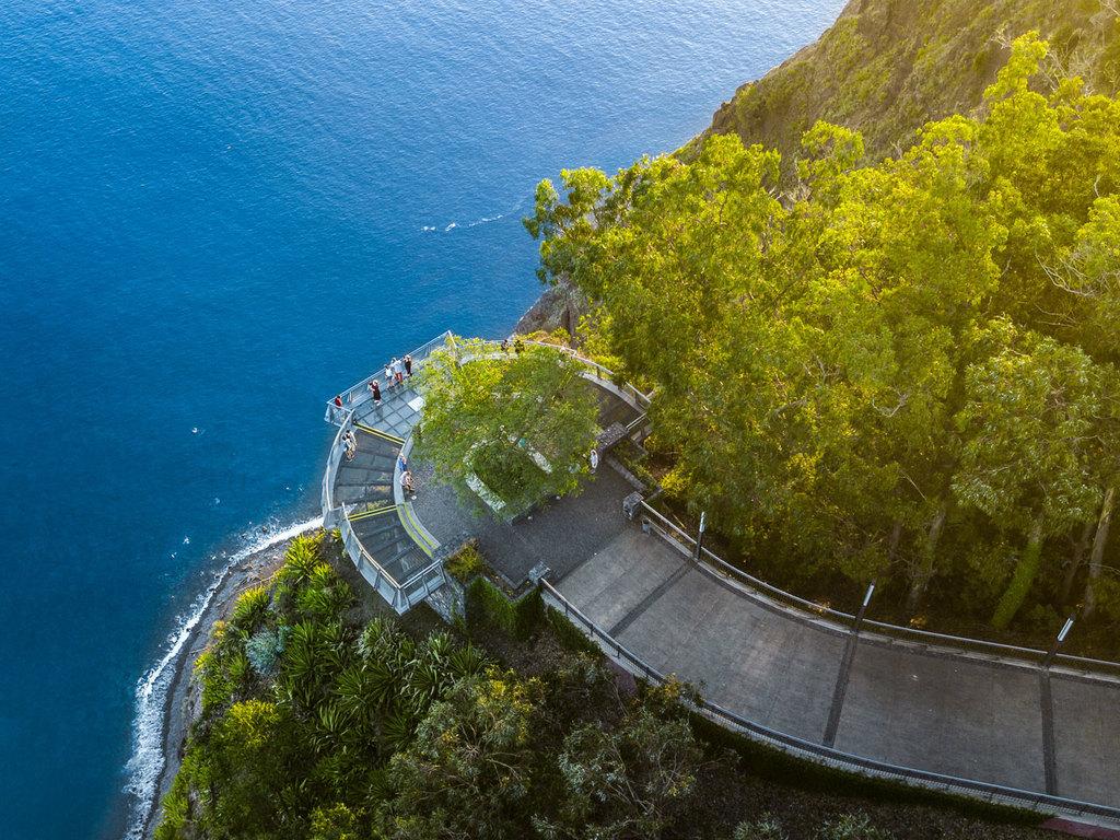 Funchal – Cabo Girão – Ribeira Brava – Funchal: Stopp am Cabo Girão; Wanderung entlang der Lavada do Norte, Freizeit in Ribeira Brava