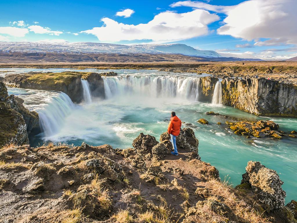 Mývatn-See – Krafla – Húsavík – Godafoss – Akureyri: Wanderung im Krafla-Vulkangebiet, Städtchen Húsavík, Wasserfall Godafoss