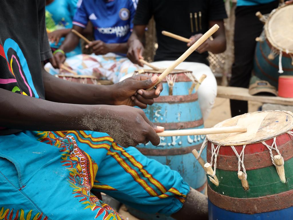 Bosumtwi-See – Kumasi – Bosumtwi-See: Stadterkundung von Kumasi mit Besuch des Manhyia Palastes und des Akwasidae-Festes, Besichtigung des Ghana National Cultural Centre und Besuch des Kejetia Markts
