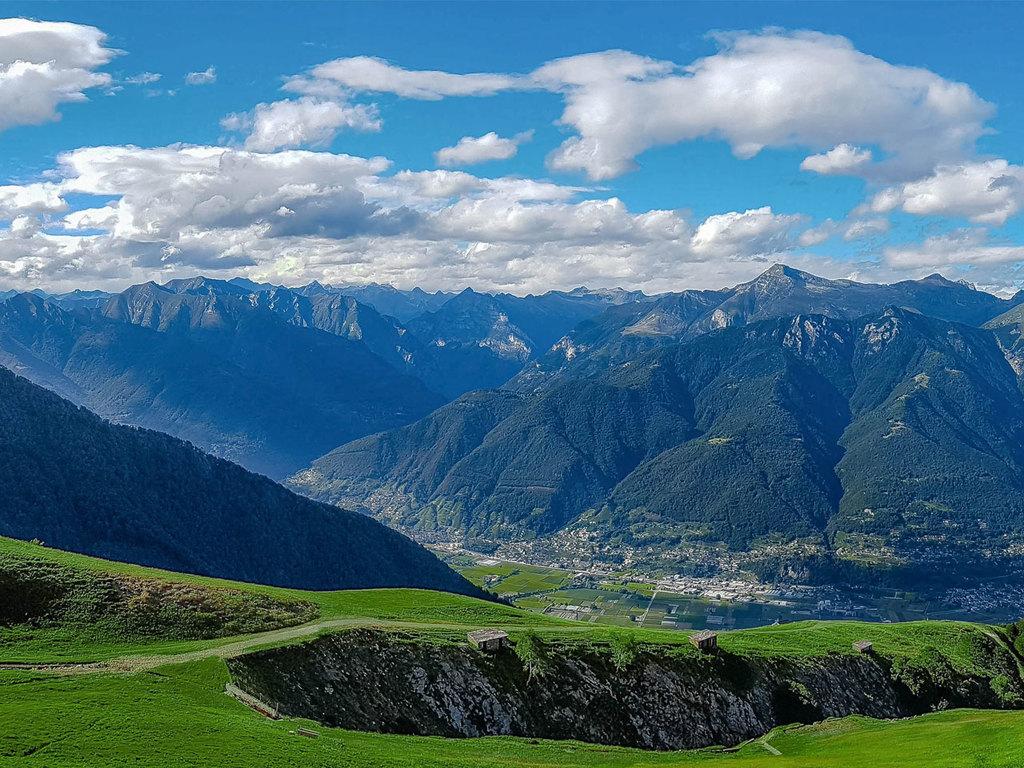 Lugano – Höhenwanderung Monte Tamaro und Monte Lema – Lugano: mit der Luftseilbahn zur Station Alpe Foppa, Besuch der Kapelle Santa Maria degli Angeli, Höhenwanderung Monte Tamaro und Monte Lema