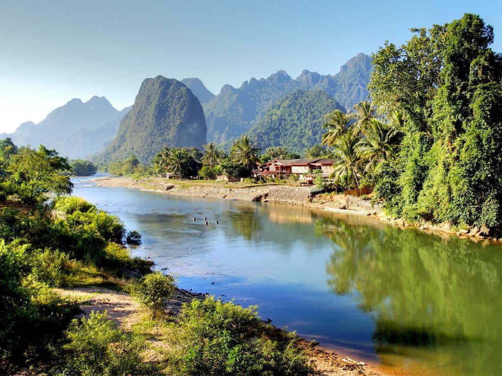 Vang Vieng: Kajak-Tour, Höhlen und Bio-Farm