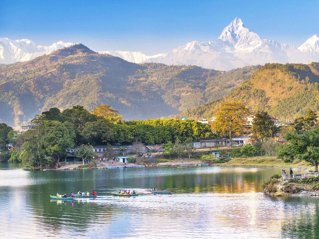 Pokhara: Bootsfahrt auf dem Phewa-See und Mountainbike-Tour im Umland von Pokhara